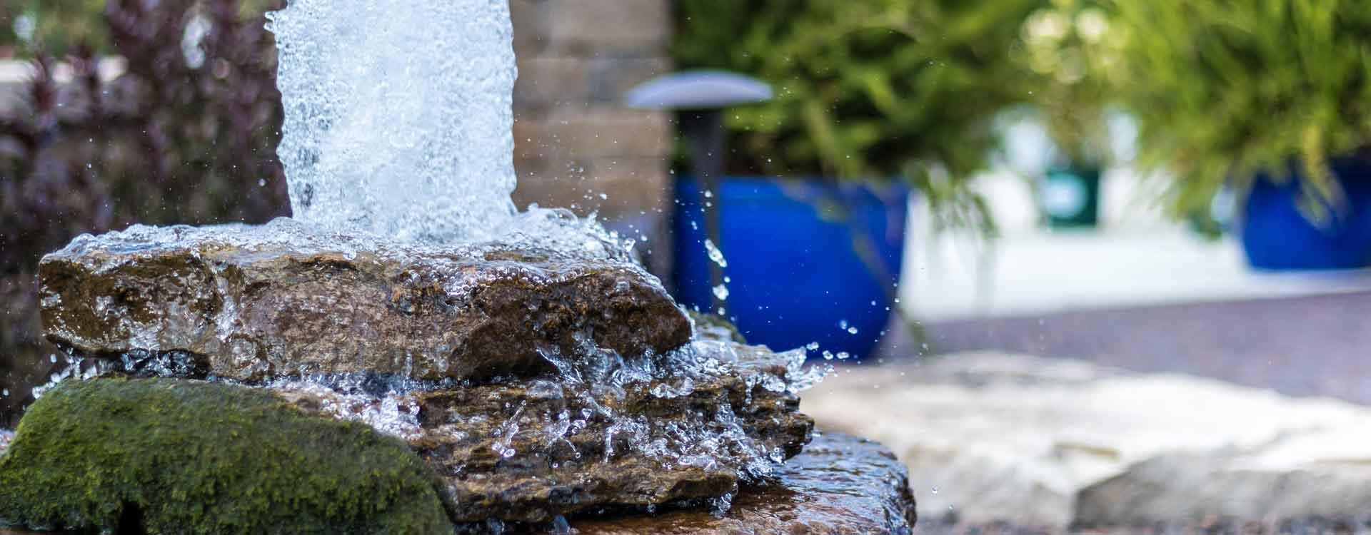 Profitez de nos services de création de fontaine de jardin