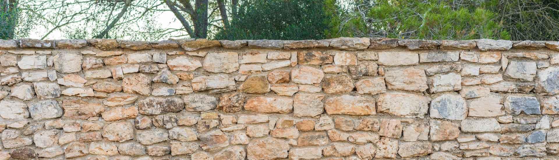 Construction de mur en pierre de jardin